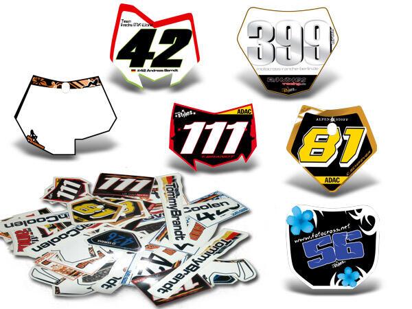 Individuelle Namensschilder im Design deiner Motorrad-Starttafel. Du erhältst 1 Set bestehend aus 3
